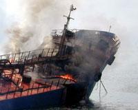 Kömür yüklü gemide yangın