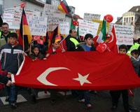 Anadil yasağına karşı protesto yürüyüşü yapıldı