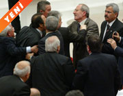 <b>Meclis'te tükürüklü kavga</b>