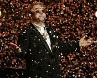 Elton John 60. doğum gününü kutladı