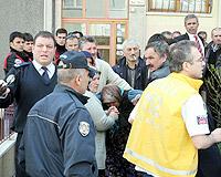 Cinnet geçiren polis ailesini katletti